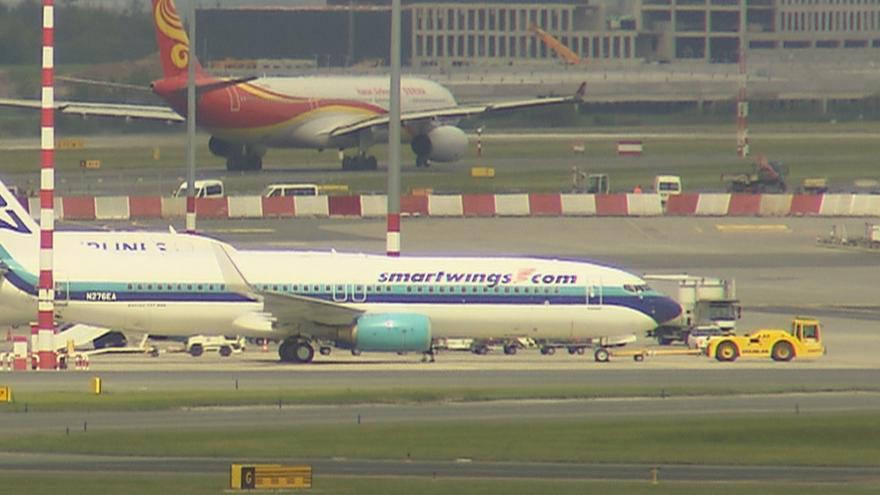 Video Události ČT: Na letišti o sebe zavadila dvě letadla