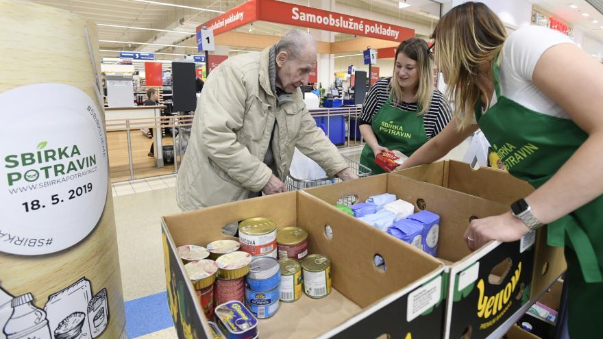 Video Události ČT: Češi v sobotu nakupovali pro lidi v nouzi