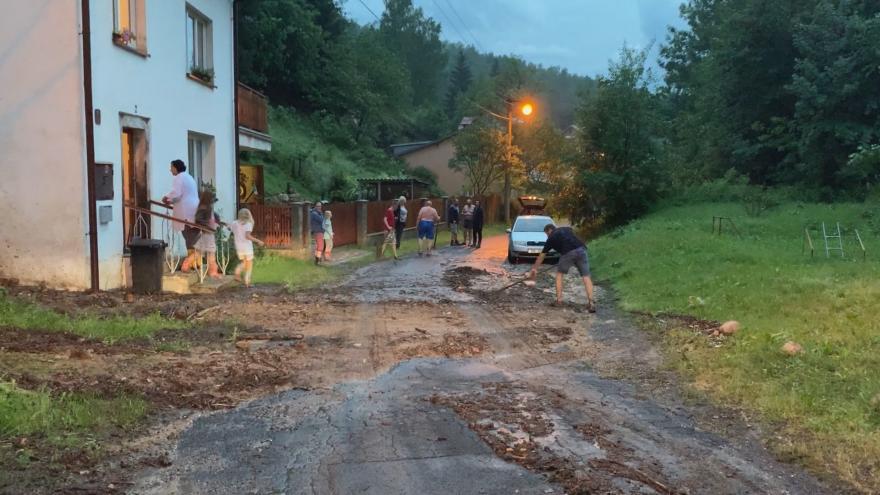 Video Velmi silné bouřky, přívalový déšť, vichr a krupobití zasáhly některé oblasti Česka