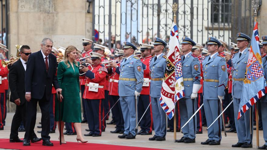 Video ZÁZNAM: Miloš Zeman přijal s vojenskými poctami na Pražském hradě Zuzanu Čaputovou