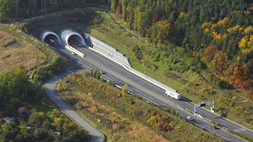 Video UVR: Tunelem Valík na D5 projedou řidiči rychleji
