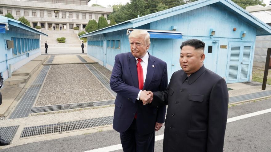Video Prezident USA Donald Trump se setkal se severokorejským vůdcem Kim Čong-unem