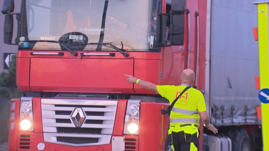Video Okolo českých dálnic vznikne více parkovacích míst