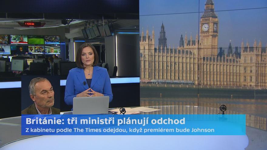 Video Británie: Tři ministři plánují odchod