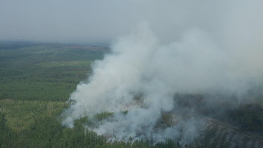 """Video Ruské armádní vrtulníky se na Sibiři pustily do boje s """"ďáblem"""". Požáry trvají přes týden"""