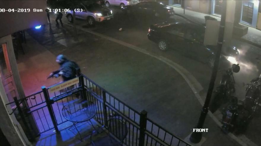 Video Kamery zachytily útok střelce v Daytonu