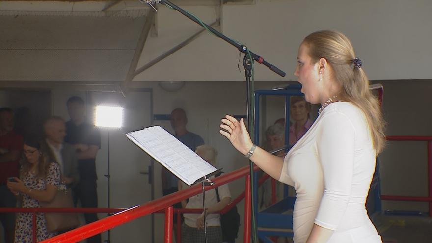 Video Výstražná siréna jako hudební nástroj. Orchestr v poledne rozezněl výzkumný ústav