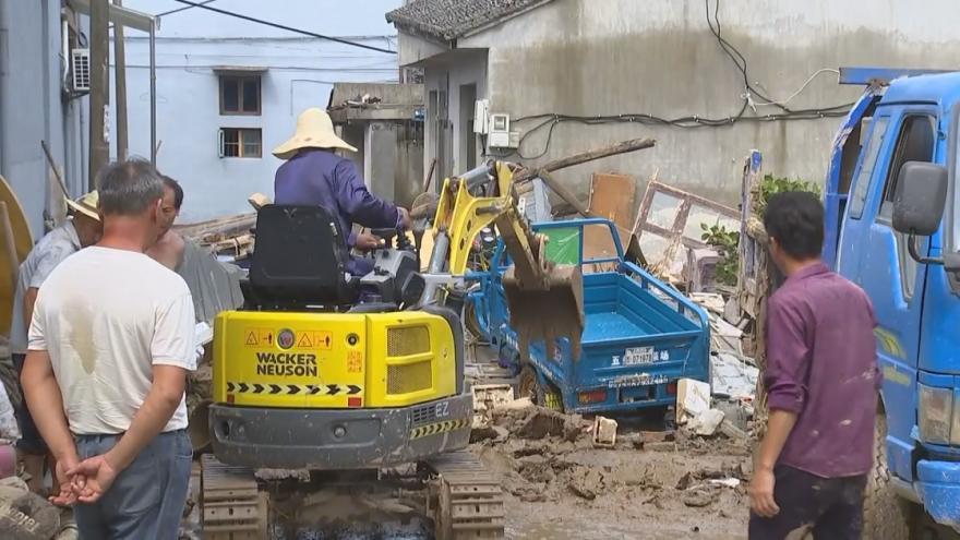Video Evakuovaní Číňané se vrací domů. Počítají škody po tajfunu Lekima