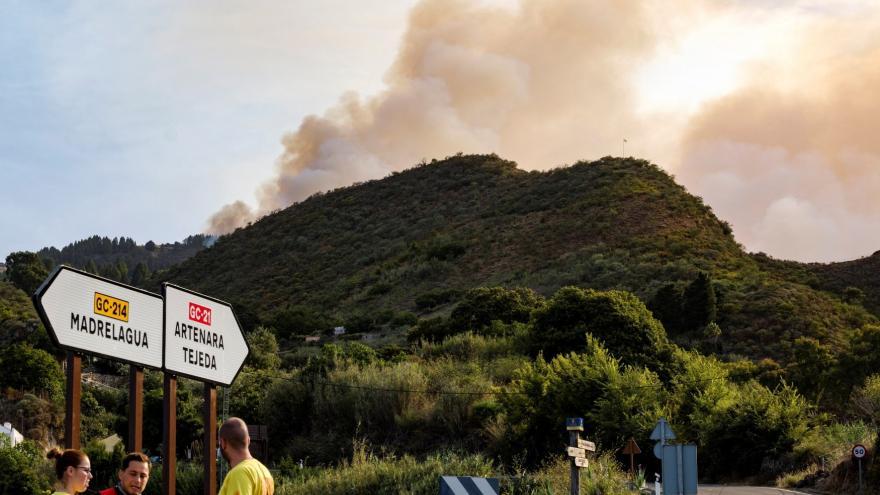 Video Horizont ČT24: Hasiči bojují na Kanárských ostrovech s mohutným požárem