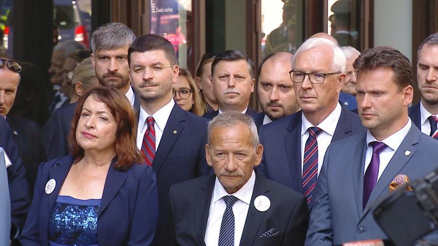 Video Mimořádné pořady ČT24 - Pietní akt před budovou Českého rozhlasu
