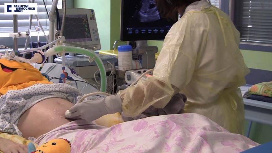 Video Péče o matku, monitoring dítěte a porod