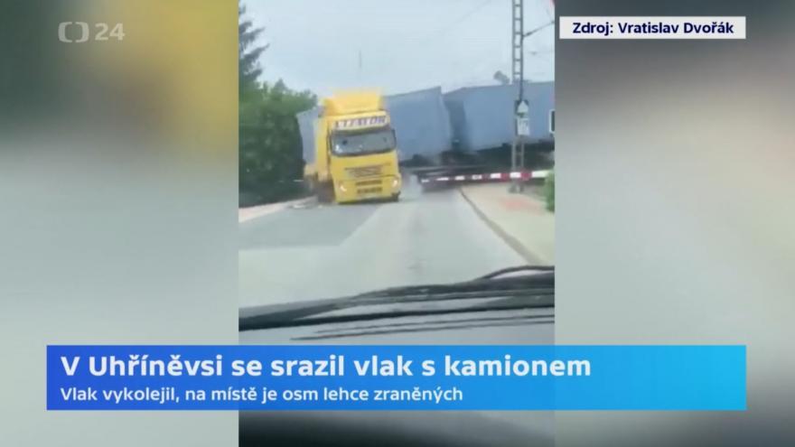 Video Záznam střetu kamionu s vlakem na přejezdu v Uhříněvsi