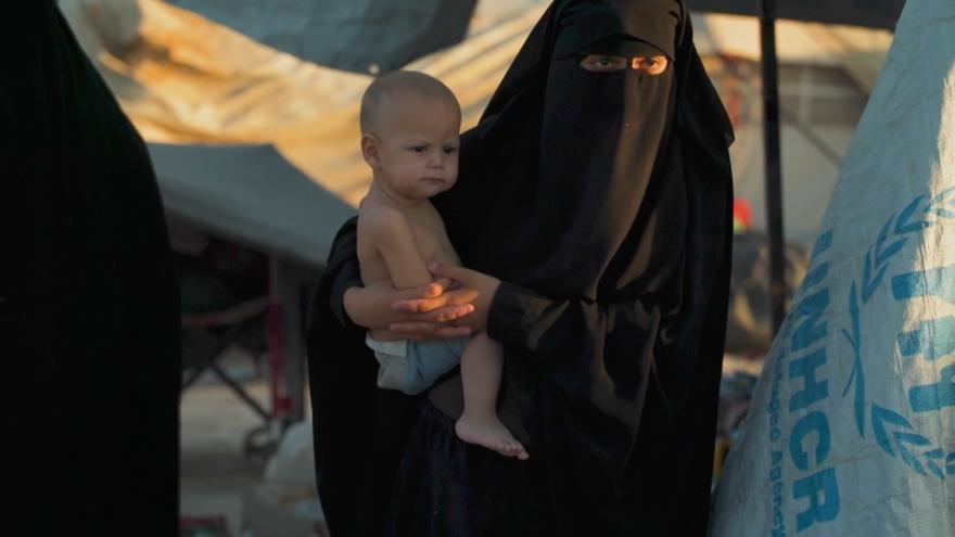 Video Horizont ČT24: Matky v táboře vychovávají v radikální víře v Islámský stát