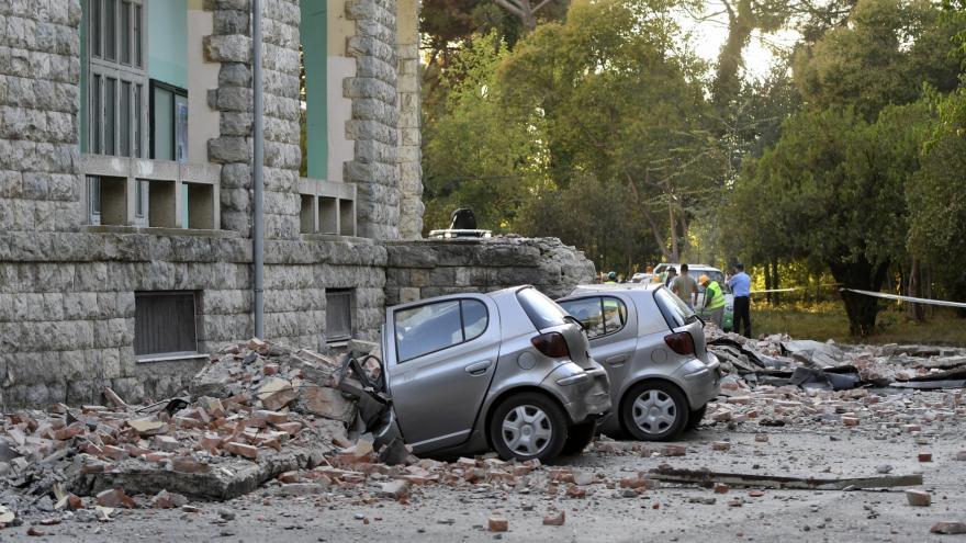 Video Při zemětřesení v Albánii se zranilo 108 lidí