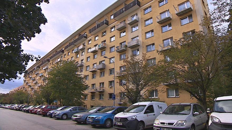 Video Černé podnájmy blokují městské byty