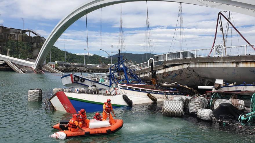 Video Tragédie v jihovýchodní Asii. V Tchaj-wanu se zřítil most