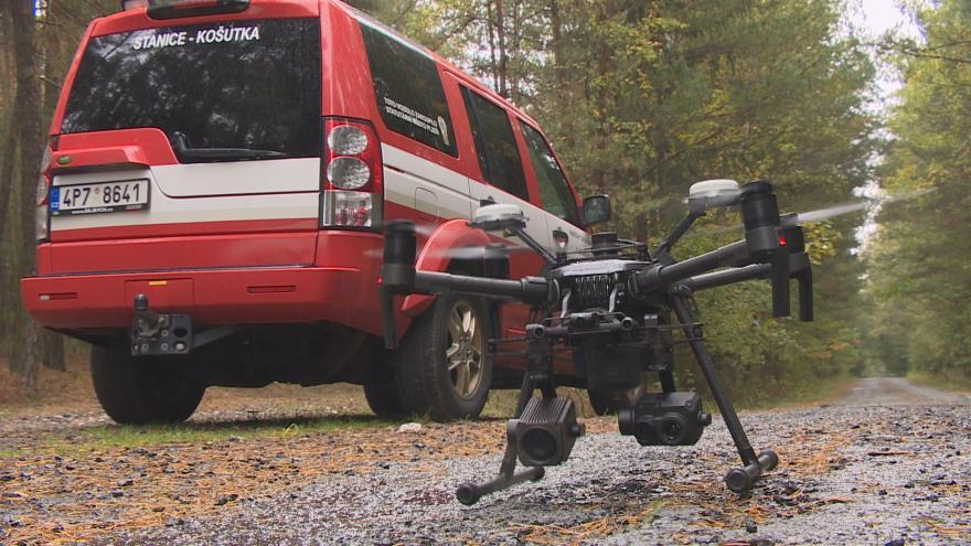 Video Na Plzeňsku pomáhají hasičům při práci drony