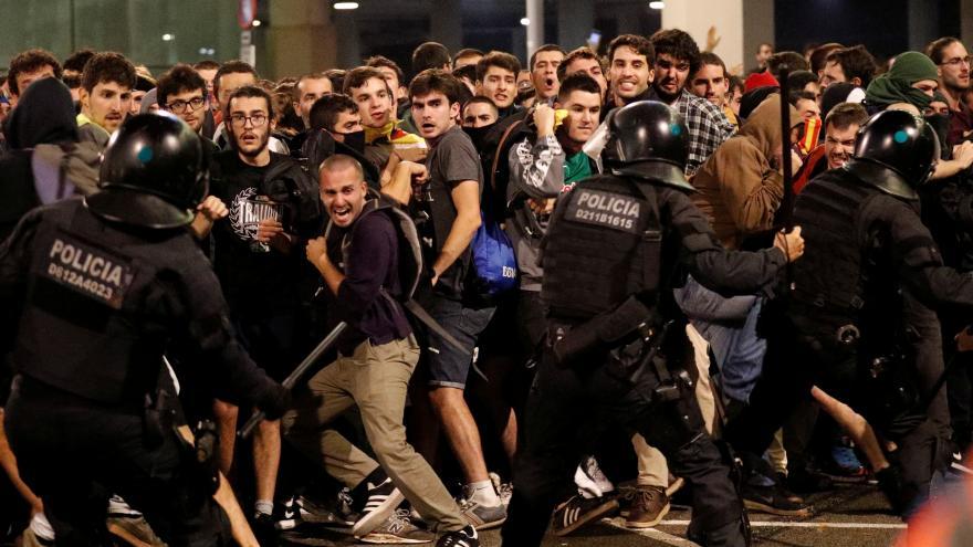 Video Katalánci se bouří proti trestům pro separatisty