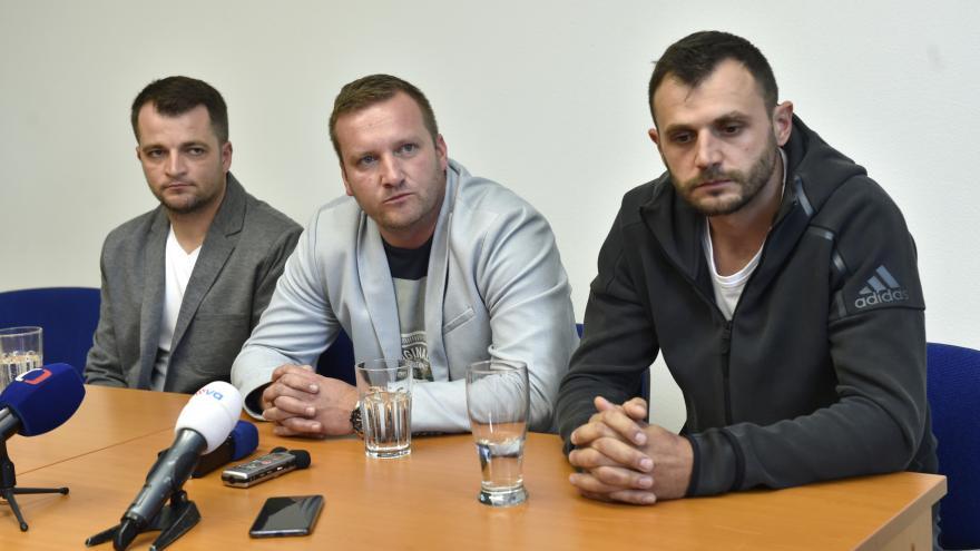 Video Záchranáři Jiří Vašica, Martin Mikloš a Jiří Stuška popisují zásah na D1