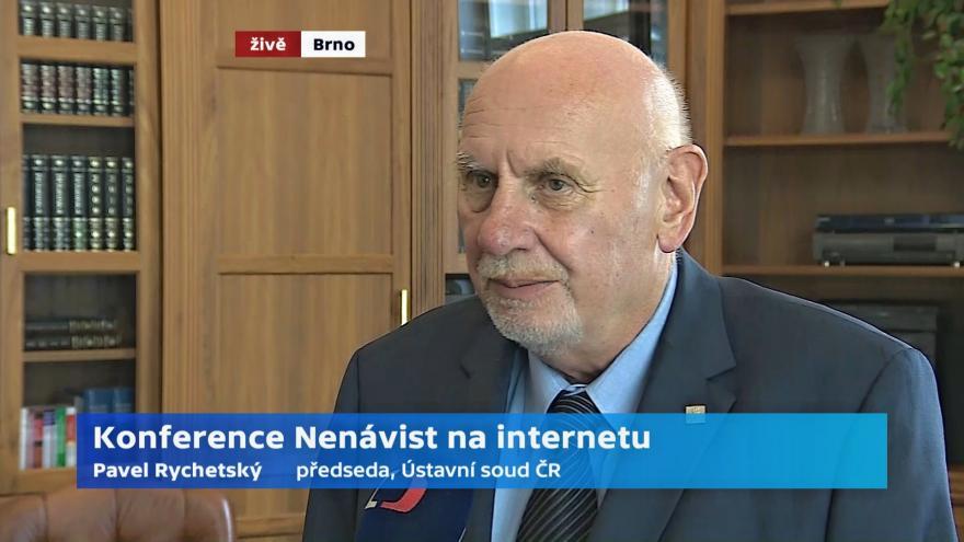 Video Předseda Ústavního soudu Pavel Rychetský o nenávisti na internetu