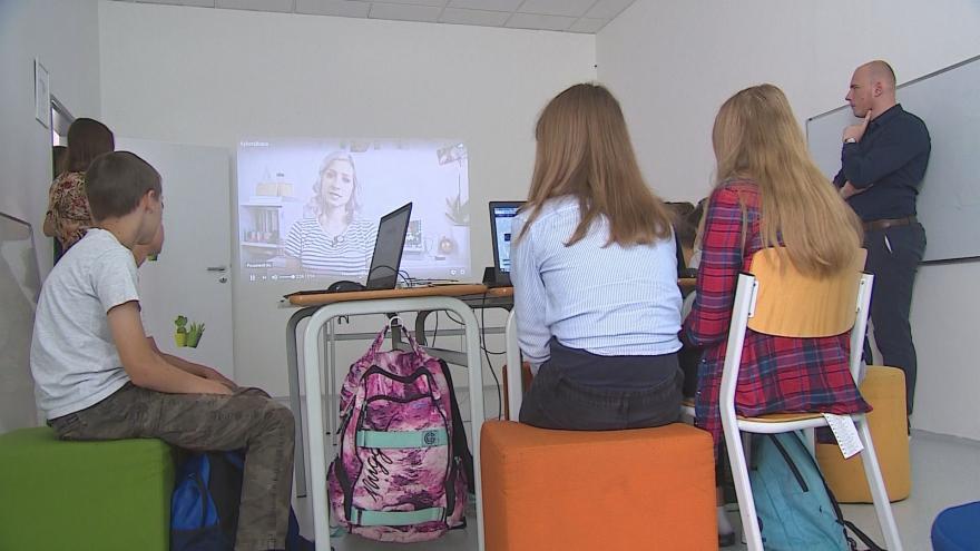 Video Události ČT: Rodiče sdílí na internetu fotografie dětí, těm to vadí