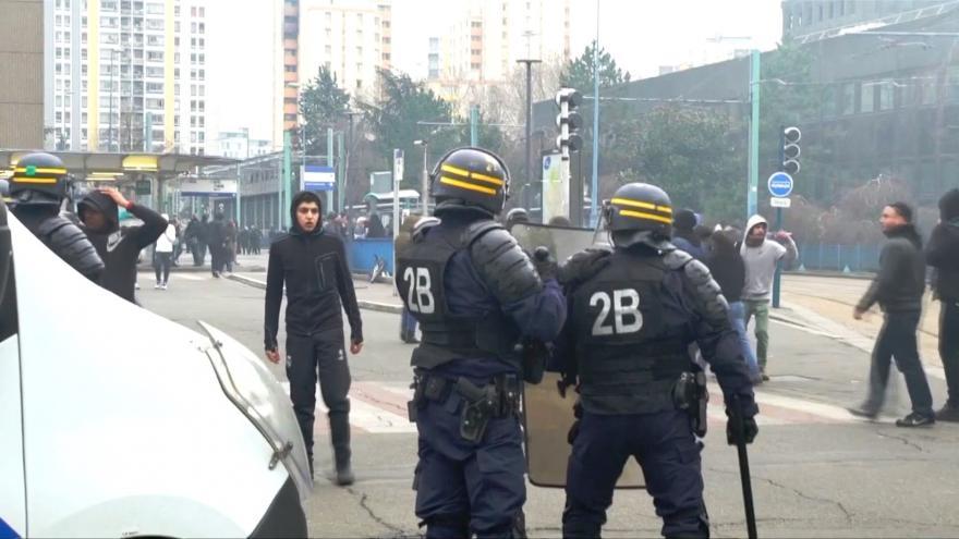 Video Události: Problémy na francouzských předměstích