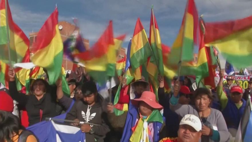 Video Nepokoje v Bolívii gradují. Střety mají za sebou raněné i mrtvé