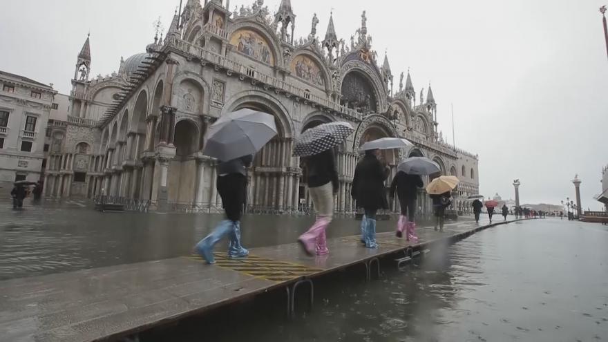 Video Italské Benátky postihly nejhorší záplavy od roku 1966