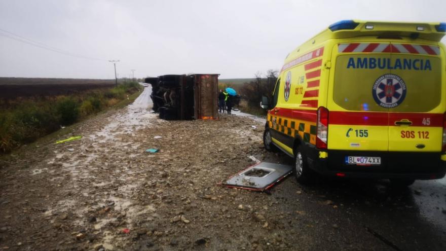 Video Záběry z nehody u Nitry. Kamion se srazil s autobusem, nejméně 12 lidí zemřelo