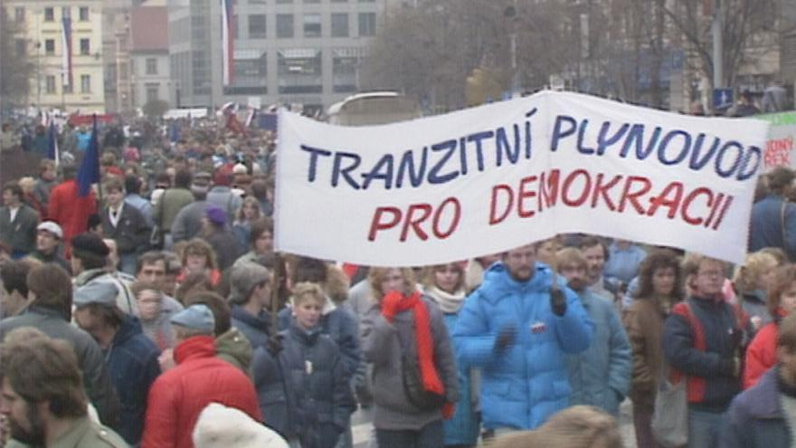 Video Před 30 lety proběhla v Československu generální stávka. Důkaz, že za Občanským fórem stojí všechny společenské vrstvy