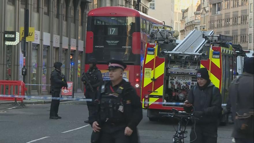 Video Aktuální záběry z Londýna. V hlavním městě Velké Británie se střílelo