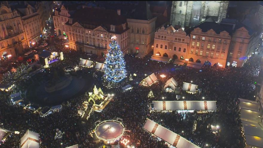Video Slavnostní rozsvícení vánočního stromu na Staroměstském náměstí v Praze