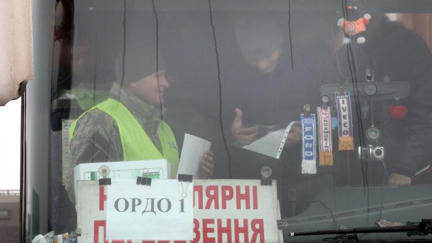 Video Na Ukrajině začala výměna válečných zajatců