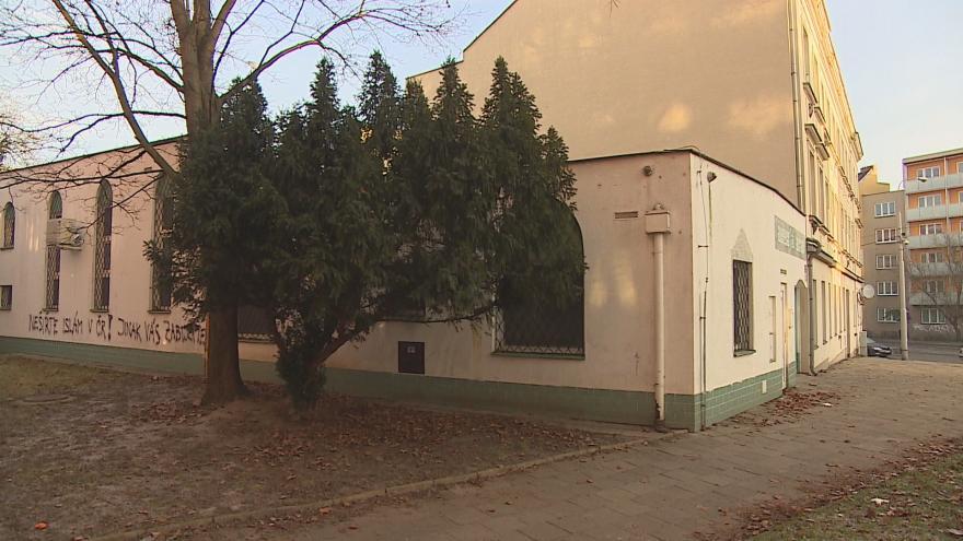Video Události ČT: Na mešitě v Brně se objevil výhrůžný nápis