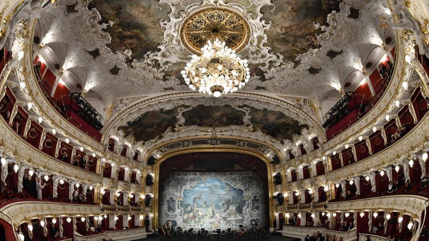 Video Galakoncert ke znovuotevření Státní opery