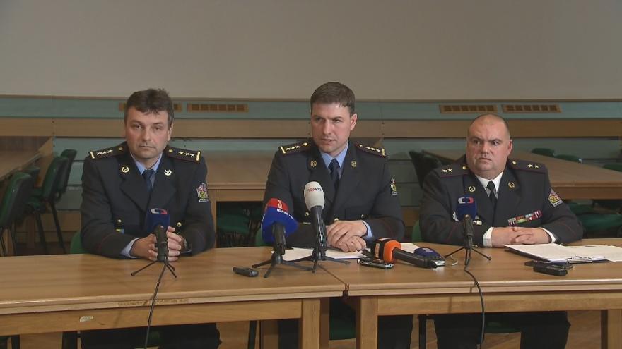Video Brífing středočeské policie v Jesenici k případům vykradených domů