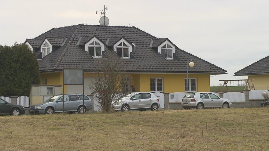 Video UvR: Policie pořád pátrá po organizované skupině, která vykrádá rodinné domy v okolí Prahy