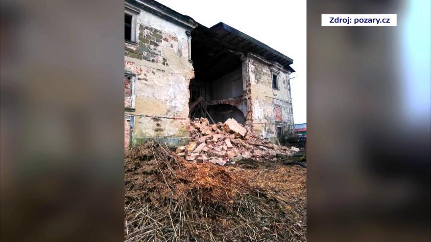 Video V Zákupech se zřítila část zdi zámeckého hospodářského dvora