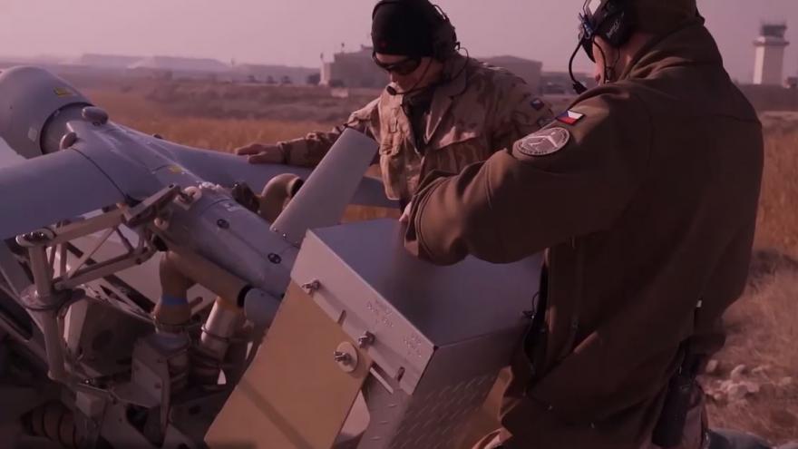 Video Vyhledat cíl, zaměřit a prozkoumat. Armáda představila nové bezpilotní drony
