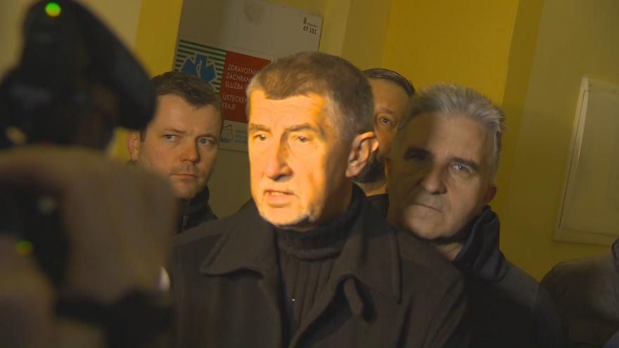 Video Brífink premiéra, náměstka hejtmana, starostky Vejprt, vedoucího domova Kavkaz a ředitele hasičů Ústeckého kraje
