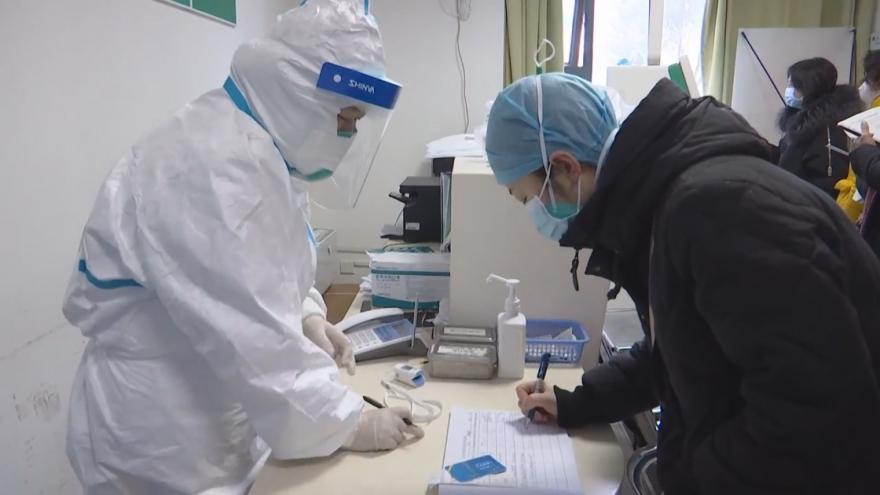 Video Nový koronavirus se šíří Čínou. Vláda zavádí preventivní opatření