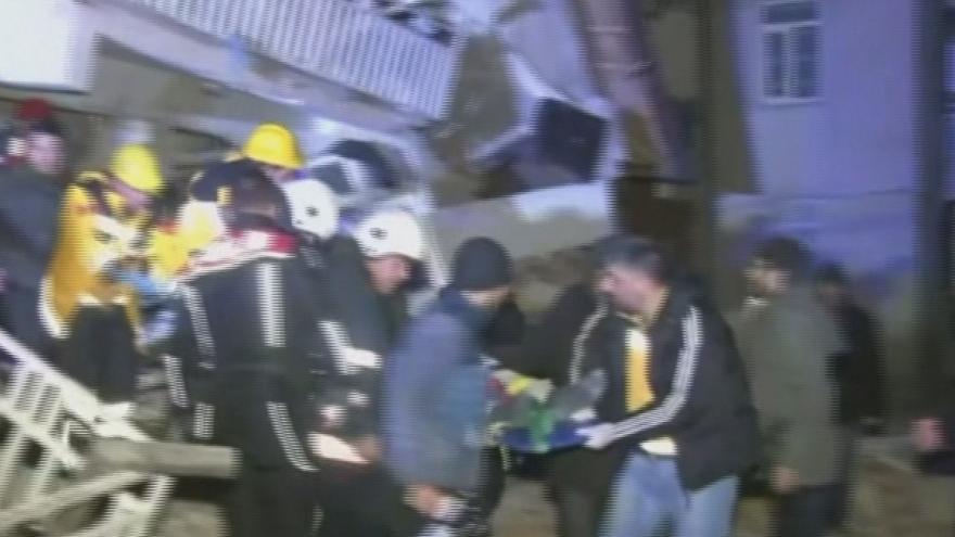 Video Silné zemětřesení na východě Turecka. Hlášeny jsou čtyři oběti