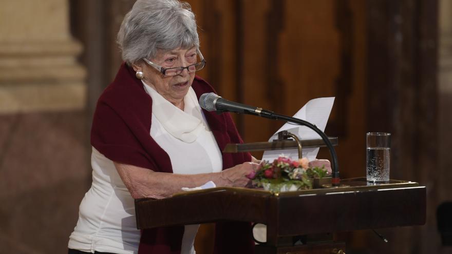 Video Senát si připomněl oběti holocaustu