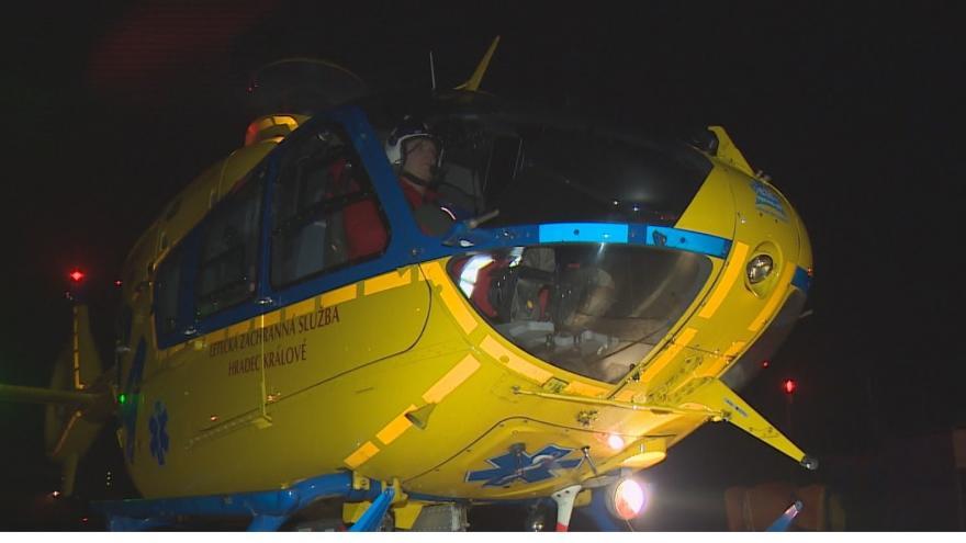 Video Na místě nehody do několika minut. Piloti záchranných vrtulníků cvičí i v noci