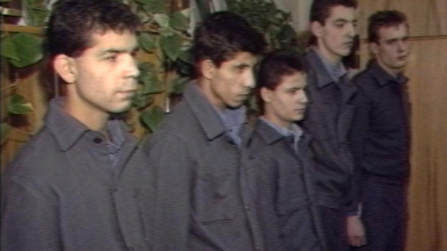 Video O 30 zpět: První vězni se chystají na svobodu