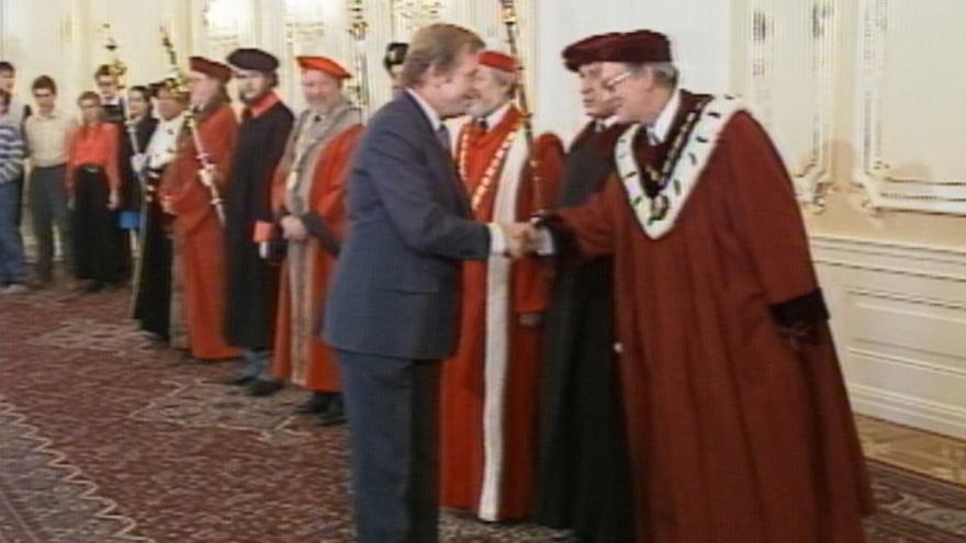 Video 30 let zpět: President jmenoval nové rektory