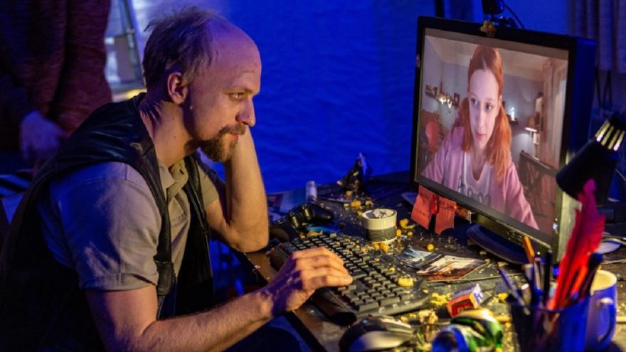 Video Klip Tomáše Kluse k dokumentu V síti: Je doma máma?