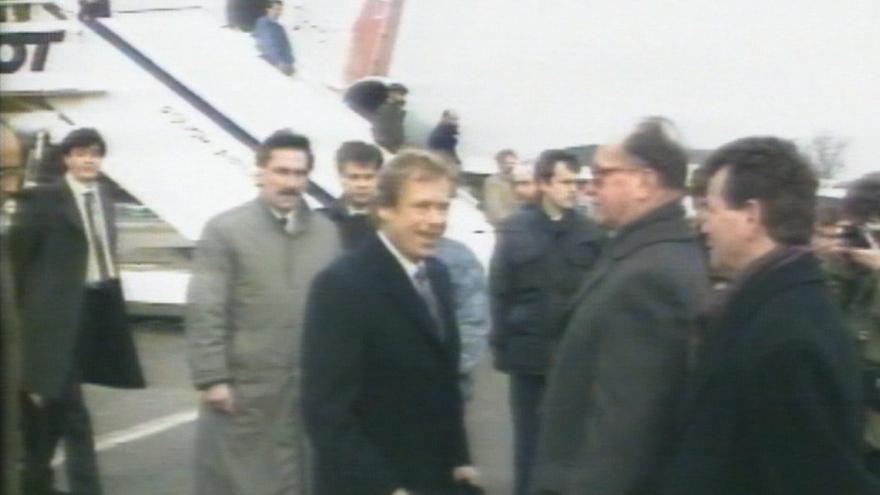 Video 30 let zpět: Havel navštívil Polsko