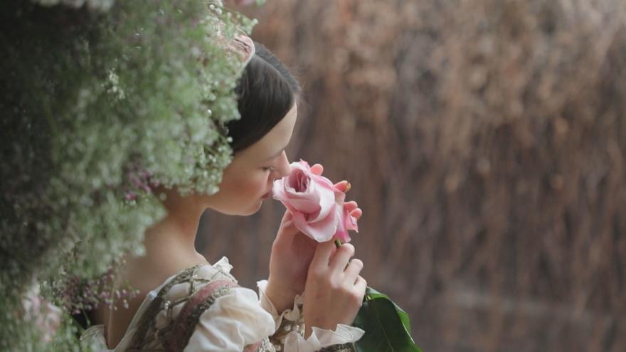 Video Lidé z celého světa posílají do Verony milostné dopisy. Jsou adresované Romeovi a Julii, hrdinům ze Shakespearova románu