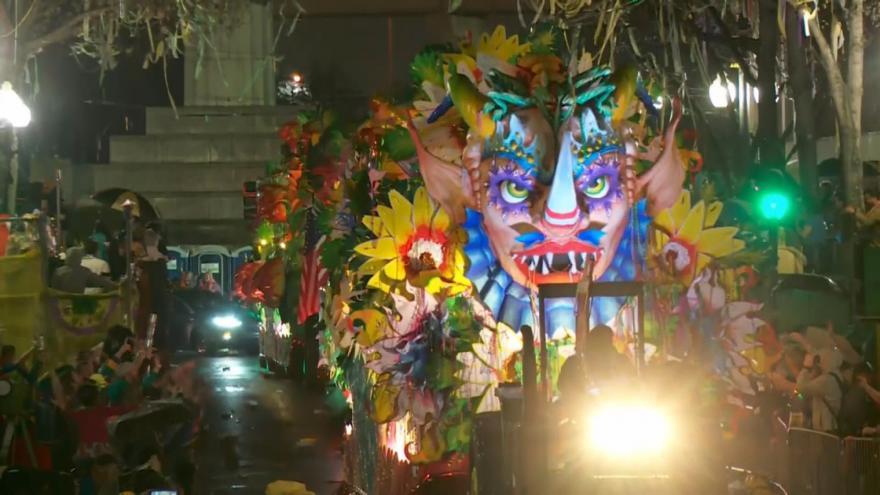Video Pestré alegorické vozy a bujaré veselí. V New Orleans pokračují slavnosti Mardi Gras